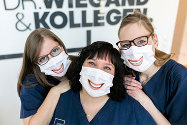 Assistants of the dental clinic Bunde with funny mouthguard.